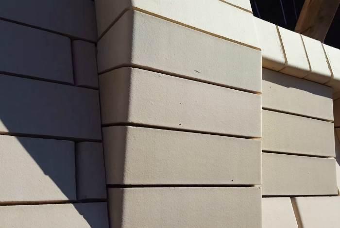 Облицовка фасада дома силикатным кирпичом