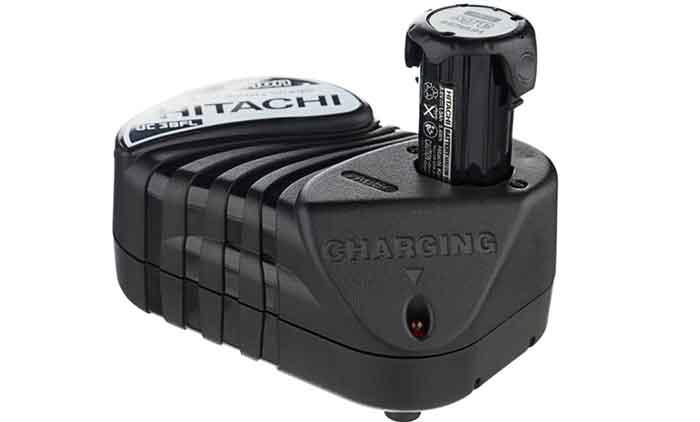 Зарядное устройство с дополнительным аккумулятором